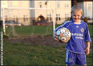 A soccer prodigy (wonder)!