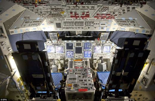 space shuttle discovery inside - photo #1